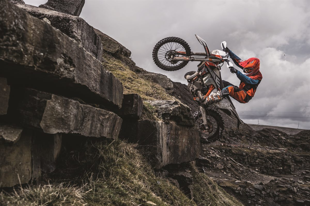 Action_KTM 300 EXC TPI SIX DAYS MY2019_03
